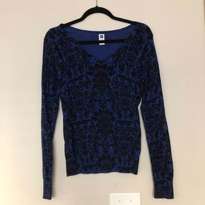 Gap Blue and Black Graphic Sweater
